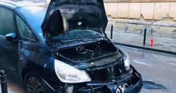 Во Львове за сутки сгорели 2 иномарки: фото пожарища