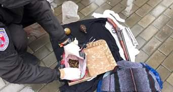 На Херсонщине мужчина хотел сбыть гранаты и оружие: его задержали