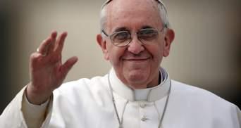 Перший у Ватикані: Папу Франциска вакцинували від коронавірусу