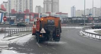 Киев начинает засыпать снегом: фото и видео
