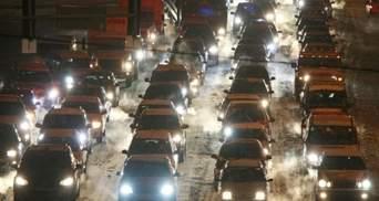 Из-за снегопада Киев сковали пробки: движения почти нет