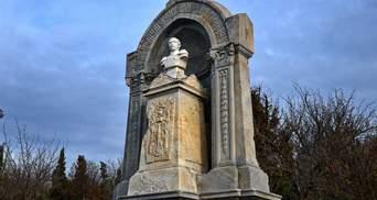 Военное кладбище превратилось в руину: как в Крыму уничтожают российскую историю