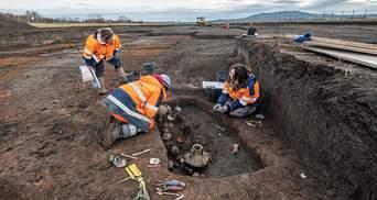 В гробнице со щенком: французские археологи нашли 2000-летнюю могилу ребенка