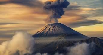 В Індонезії вулкан викинув попіл на 5 кілометрів в небо: чи евакуюють мешканців – вражаюче відео