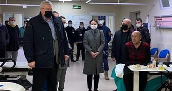 Посол в Турции посетил спасенных с затонувшего судна моряков