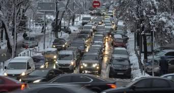 В Киеве утром образовались серьезные пробки: где трудно проехать