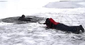 Как спасаться, если провалились под лед: советы ГСЧС