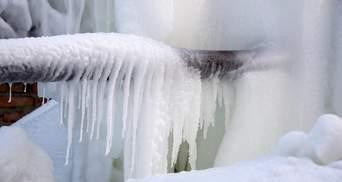 Топят снег в ведрах: в Днепропетровской области из-за замерзших труб третьи сутки нет воды