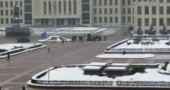 В центре Минска мужчина устроил самоподжог: видео 18+