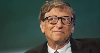 Шах и мат, конспирологи: Билл Гейтс вакцинировался против COVID-19 – фото