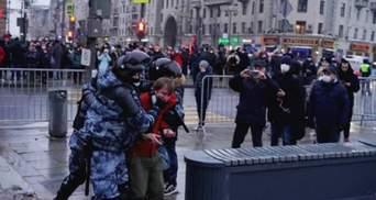 Розбиті голови й закривавлені обличчя: у Москві силовики б'ють активістів – фото, відео 18+