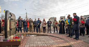 31 смерть та 117 поранених, – в Маріуполі вшанували пам'ять жертв обстрілу 2015 року: фото
