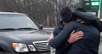 Поліція звільнила викраденого чоловіка у Харкові: як це було – фото, відео