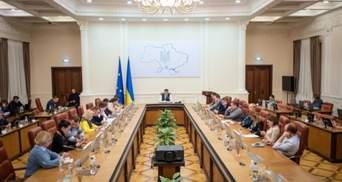 Летают над Крымом: Кабмин поддержал введение санкций против российских авиакомпаний