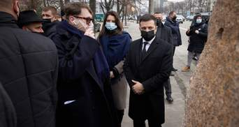 Зеленский открыл инсталляцию ко Дню памяти Холокоста: фото