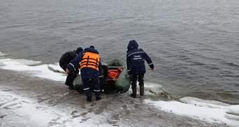 На Кировоградщине спасли рыбака, который дрейфовал на льдине: фото, видео