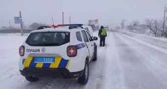 Поліція закрила трасу Київ – Одеса через негоду: понад 100 вантажівок стоять у заторі