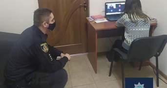 Урок у відділку поліції: офіцер організував онлайн-навчання для школярки, яка не мала інтернету