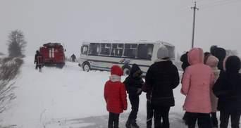 На частину України обвалилася снігова негода: що там відбувається на дорогах