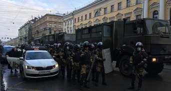На вулиці Росії виїхали колони військових вантажівок: фото