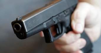 Конфликт возле бара в Одесской области перерос в стрельбу: пострадал мужчина