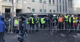 Суд над Навальным: еще до начала заседания задержали более 20 человек – видео