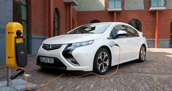 """Електрокари: якої шкоди навколишньому середовищу може завдати """"зелений"""" транспорт"""