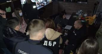 На Харківщині працівник ДФС з дружиною заволоділи будинком вартістю понад 750 тисяч