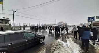 Локдаун тарифам: на Буковине митингующие перекрыли трассу – фото, видео