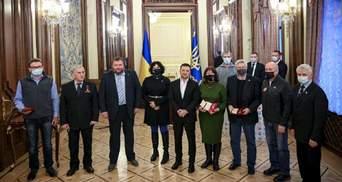 Україна поважає науковців: Зеленський нагородив полярників та дав важливу обіцянку – фото