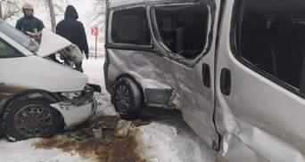 Масштабна ДТП на Тернопільщині: постраждали 7 осіб, серед них діти – фото