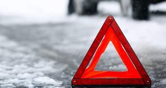 На Рівненщині маршрутка зіткнулась зі снігоочисною машиною: є постраждалі – фото