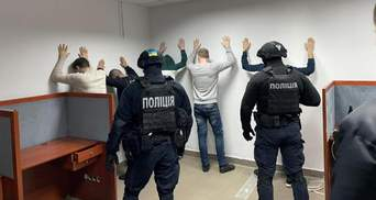 Шантажували боржників порнографією: поліція викрила банду колекторів