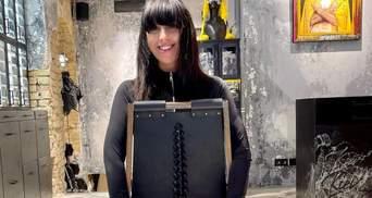 Джамала поразила стилем в блестящих штанах и кофте: роскошные фото
