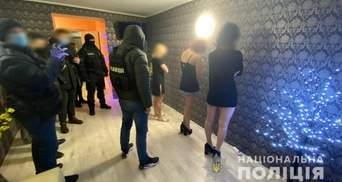 В Одесі поліція накрила бордель, який утримували 20-річна дівчина та 41-річний чоловік: відео
