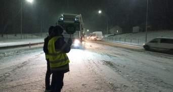 Из-за непогоды на Львовщине ограничили движение грузовиков: перечень дорог