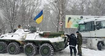 БТР против снегопада: в Ровно на дороги вывели военную технику – фото, видео