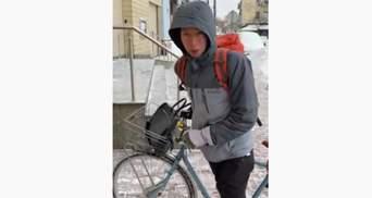 По снегу на велосипеде: дипломат из Нидерландов рассказал как он добирается на работу в Киеве