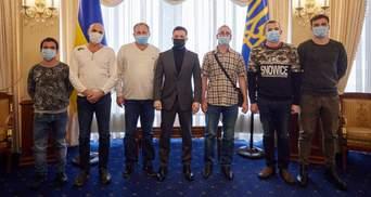 Освобожденные из плена пиратов моряки Stevia вернулись в Украину: с ними встретился Зеленский