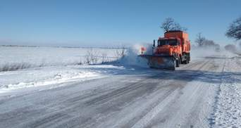 Снігопади й ускладнений рух на дорогах: яка зараз ситуація в областях
