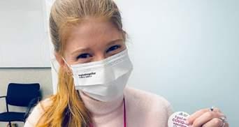 Медицина не встроила мне в мозг моего отца: дочь Гейтса вакцинировалась от COVID-19