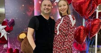 Беременная жена Виктора Павлика очаровала романтическим образом: фото