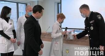 """Полицейские Киева задержали мужчину из-за кражи оборудования из """"Охматдета"""": видео"""