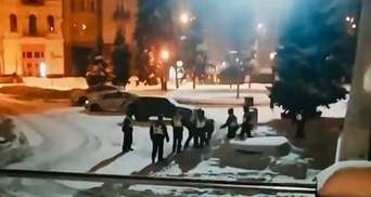 У Києві побилися нацгвардійці: у МВС кажуть, що ті просто гралися – відео