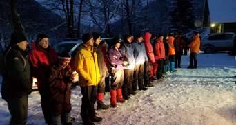 В Карпатах 4 сутки ищут туриста: существует опасность схода лавин