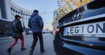 """В Раде рассмотрят законопроекты о растаможке """"евроблях"""": возле парламента собрались активисты"""