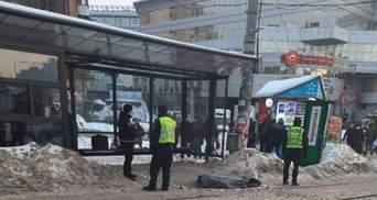 В Киеве на Лукьяновке нашли труп: мужчина замерз на остановке
