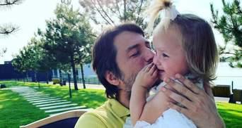 Сергей Притула отдыхает в Дубае с семьей: трогательное фото с дочкой