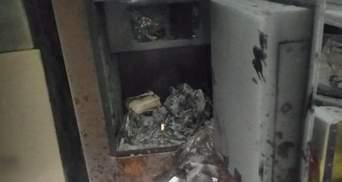 24-річного чоловіка затримали на Київщині за крадіжку понад 300 тисяч та підпал пошти: фото