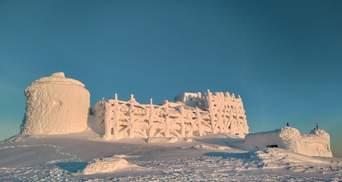 Немов із казки: колишня обсерваторія на горі Піп Іван схожа на замок із снігу